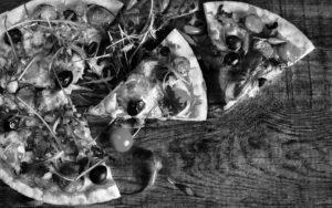 Header-Pizza-on-Table